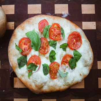 MOZZARELLA AND TOMATO PIZZA SMALL